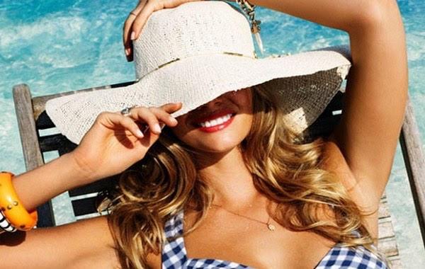 Sole e mare: come proteggere i capelli in estate