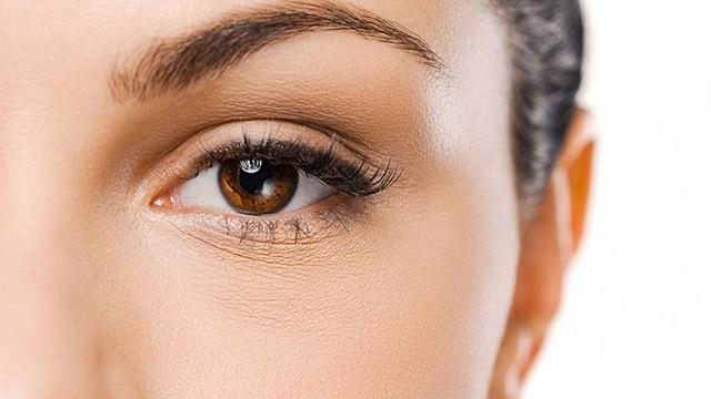 Correzione non chirurgica del solco lacrimale