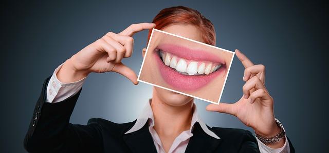 La bocca e la sua flora batterica, un equilibrio complesso