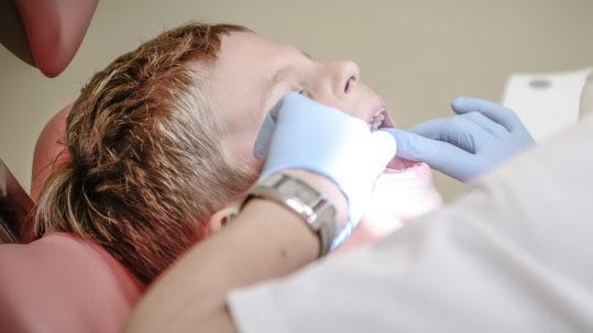 Parodontite e carie: ritardare la cura puo' essere letale per i nostri denti