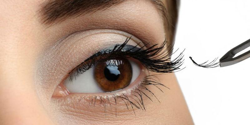 Ciglia corte e scarse: tutte le soluzioni per il tuo sguardo
