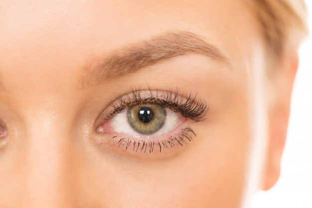 Blefaroplastica: palpebre e contorno occhi giovani