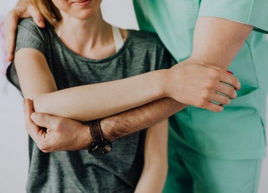 Spalla congelata ora è possibile eliminare il dolore con l'embolizzazione