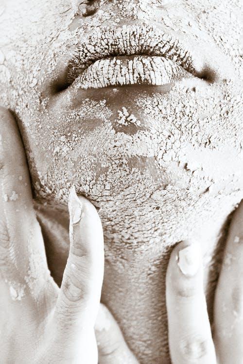 Glicazione: come lo zucchero fa invecchiare la pelle e come intervenire